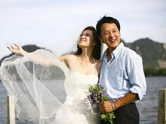 Đan Lê là một trong số những MC sở hữu vẻ đẹp dịu dàng, thuần chất, rất con gái Hà Nội. Cô lên xe hoa lần đầu tiên với BTV Xuân Tùng