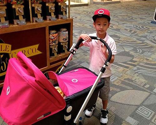 Hiện Jennfer Phạm đã sinh cô công chúa thứ hai, cả ba mẹ con đang ở bên Mỹ.