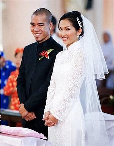 Sống chung 6 năm với DJ Phong và có cậu con trai kháu khỉnh tên Sonic dù chưa làm lễ thành hôn. Vậy mà, chỉ chưa đầy 2 tháng sau khi chính thức mặc áo cô dâu, Kim Hiền bẽ bàng phát hiện ra bấy lâu nay, chồng mình có người phụ nữ khác.