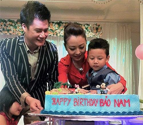 Tuy nhiên, từ năm 2009, hai người đã chia tay và cùng chia sẻ việc chăm sóc cậu con trai chung Bảo Nam.
