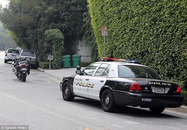 Năm 2011, hai bố con cựu danh thủ người Anh cũng từng thoát chết trong một vụ đâm xe ở Los Angeles.