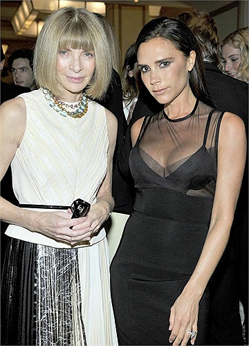 Thời gian gần đây, gia đình Beckham đi lại như con thoi ở Mỹ và Anh. Tối 23/10, vợ chồng Becks dự bữa tiệc thời trang từ thiện CFDA/Vogue Fashion Fund tại California.