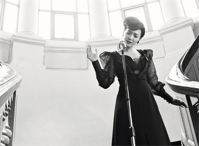 MV đầu tiên tự thực hiện, Đinh Hương chỉn chu trong mọi khâu, từ giọng hát, ngoại hình, phong cách…tất cả đều lôi cuốn người xem từ đầu đến cuối.