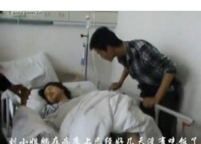 Một phụ nữ 24 tuổi ở tỉnh Phúc Kiến - Trung Quốc, đang ngồi trước máy tính thì bỗng chiếc ghế phát nổ, nhiều mảnh sắt từ ghế găm vào người cô, gây thương tích nặng và phải nhập viện.