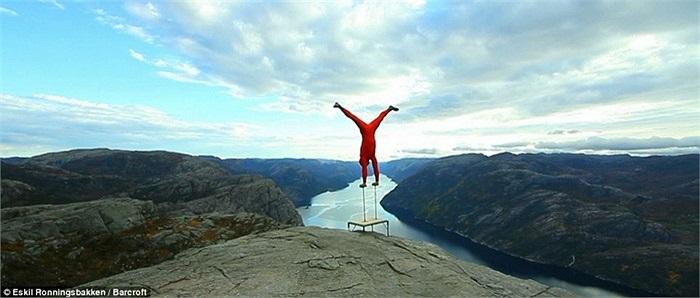 Dù nhiều người cho rằng việc làm của anh hết sức điên rồ nhưng với niềm đam mê và tình yêu nghệ thuật, Eskil vẫn thực hiện giấc mơ của mình.