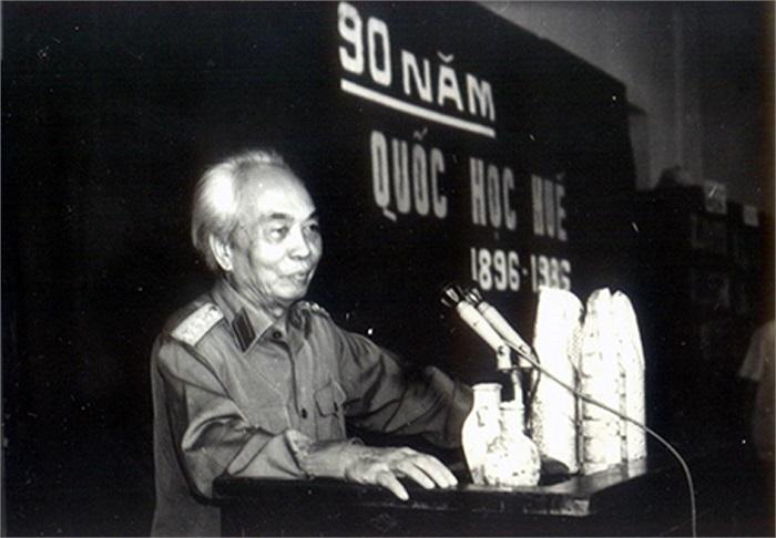 Đại tướng Võ Nguyên Giáp về lại trường cũng trong dịp kỷ niệm 90 năm thành lập trường
