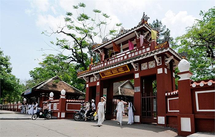 Những thế hệ thầy trò Trường Quốc học Huế qua 117 năm xây dựng và trưởng thành luôn tự hào về Chủ tịch Hồ Chí Minh, về Đại tướng Võ Nguyên Giáp