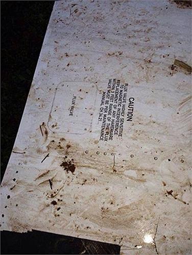 Một phần của chiếc máy bay hãng Lao Airlines. Trong số 49 người được cho là đã thiệt mạng, có 2 người mang hộ chiếu Việt Nam là Le Hue và Vuong Thi Ngan. Một người có tên Dao Thi Lieu mang hộ chiếu Canada. Ảnh: Thaiday