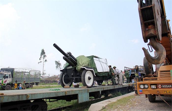 Ngay sau khi tập kết tại ga, khẩu pháo và đoàn xe đặc biệt này sẽ được đưa tới sân bay Đồng Hới để đón linh cữu của Đại tướng Võ Nguyên Giáp vào chiều ngày 13/10/2013.