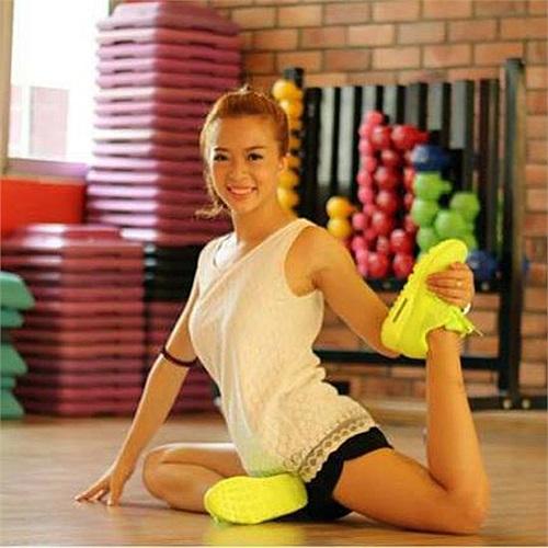 Sở thích của Giang Anh là body building, nhảy, đàn, vẽ và shopping