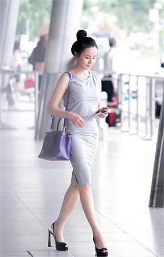 Phong cách thời trang sân bay của Vy Oanh.