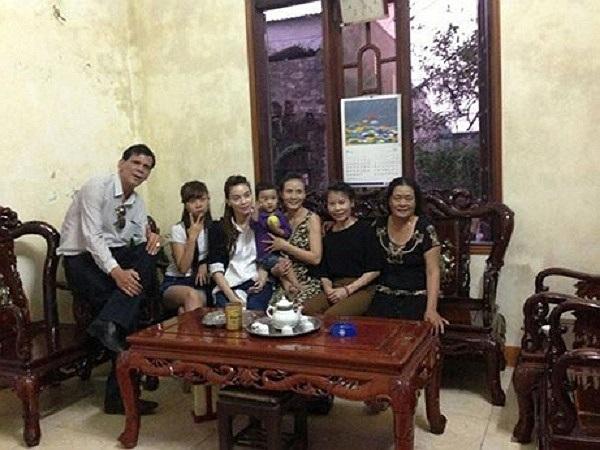 Về thăm cha mẹ, họ hàng, Hồ Ngọc Hà thèm những bữa cơm quê Quảng Bình.