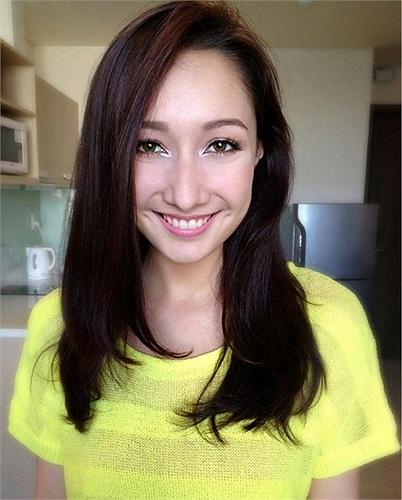 Anna Trương xinh đẹp trước giờ chạy show.