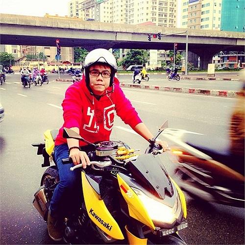 Đinh Mạnh Ninh và sở thích đi xe phân khối lớn.