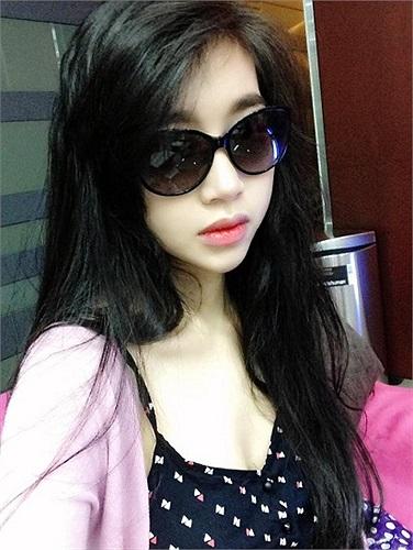 Ngoài việc làm đại sứ cho thương hiệu game, Elly Trần hầu như không tham gia đóng phim, MC...như trước đây.
