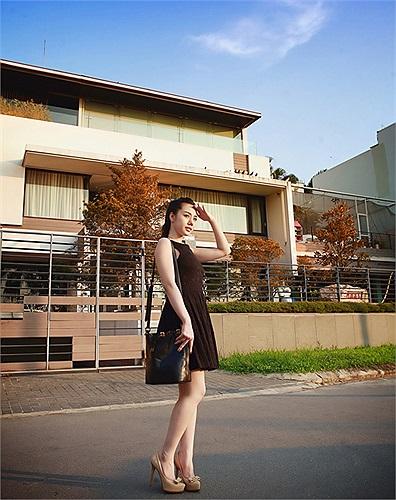 Tuy bước chân vào nghiệp mẫu ảnh chưa lâu xong Bella Nguyễn đã xuất hiện trong vai trò teen model cho nhiêu shop quấn áo và nhãn hiệu thời trang dành cho teen.