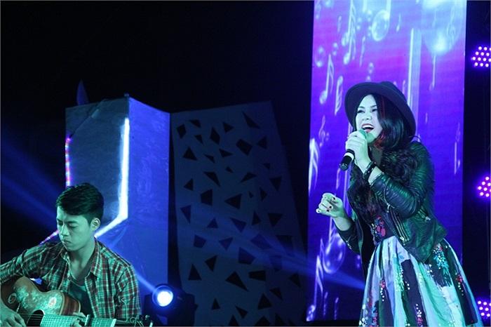 Nguyễn Thanh Huyền Trang có sự đầu tư về trang phục và bài hát