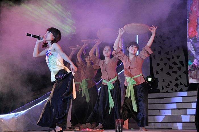 Kim Phương Thảo thể hiện thành công ca khúc ' Nhà quê'
