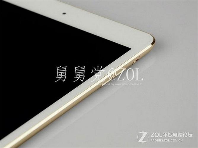 Đáng chú ý iPad mini 2 sẽ có màu vàng sâm panh, đồng thời nút Home cũng giống trên iPhone 5s, nhiều khả năng tablet này cũng có tính năng cảm biến vân tay.