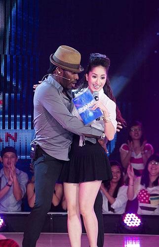 Đảm nhận vai trò MC lần đầu tiên trong chương trình Vũ điệu Đam mê - phiên bản Việt Nam của cuộc thi Got To Dance, Khánh Thi luôn lo lắng cái mác thảm họa dính vào cô.
