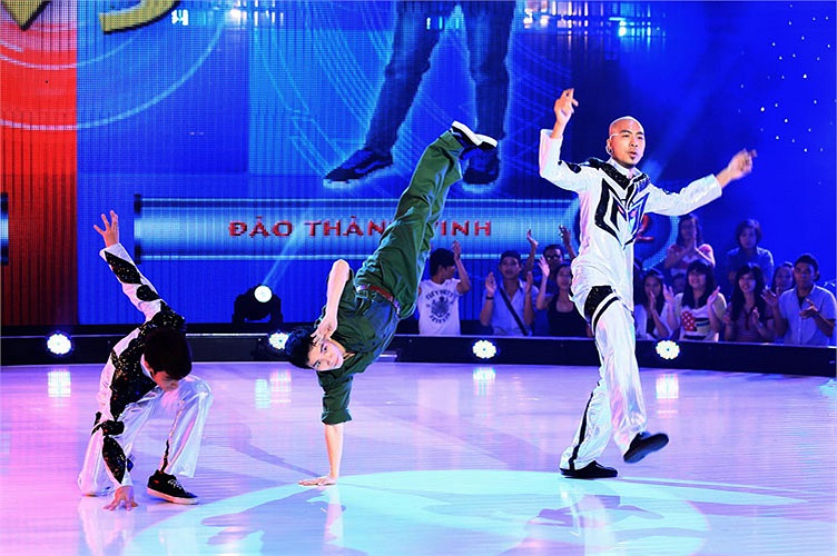 Thí sinh Đào Thành Vinh và Cặp đôi Toàn Trung, Tùng Phương tranh tài thể loại Popping. Đây là bài diễn đối đầu giám khảo Dumbo rất tốt và đây là một trong những bài Dumbo thích nhất.