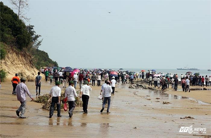 Biển Vũng Chùa-Đảo Yến khá hoang sơ.