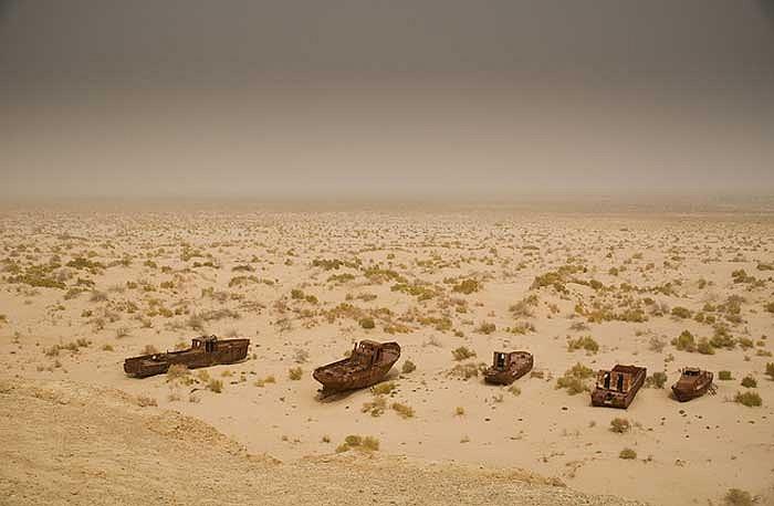 Tại đất nước Uzbekistan có một vùng sa mạc rộng lớn được gọi là Mo'ynaq, nổi tiếng với những con tàu trên biển cát.