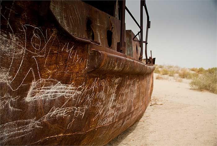 """Công trình thủy lợi mang lại một số lợi ích đáng kể, nhưng biển Aral nhanh chóng """"chết khát"""" chỉ trong vòng vài thập niên sau đó."""