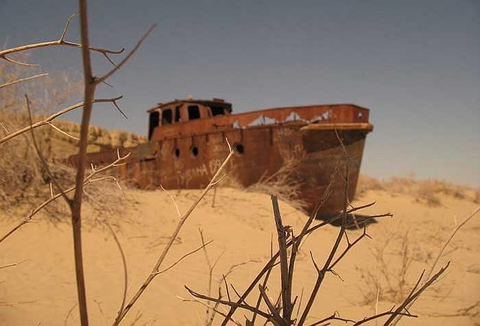 """Ngày nay, biển Aral đã mất đến 60% diện tích mặt nước và 80% lượng nước, trở thành một trong những hiện tượng """"biển chết"""" tiêu biểu nhất."""