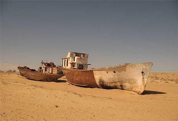 Sự sụp đổ của Liên Xô vào năm 1991 càng khiến cho quá trình hoang hóa của khu vực thành phố Mo'ynaq trở nên nhanh chóng.