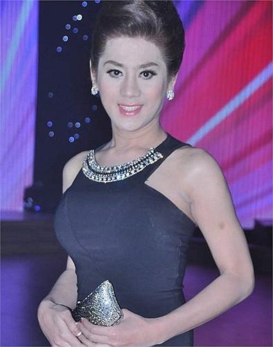 Người đẹp chuyển giới trang điểm kỹ càng và ăn mặc chỉn chu khi xuất hiện trước công chúng. Nhưng không phải lần nào Lâm Chi Khanh cũng đẹp long lanh.