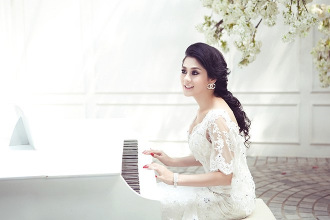 Bộ ảnh mới đã đánh dấu bước chuyển phong cách thời trang cũng như sự nghiệp âm nhạc của Lâm Chi Khanh.