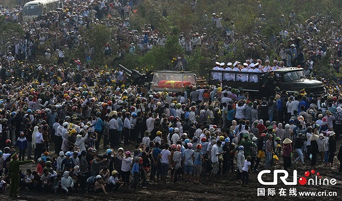 Lễ an táng Đại tướng Võ Nguyên Giáp ở Vũng Chùa - đảo Yến, thuộc xã Quảng Đông, huyện Quảng Trạch, tỉnh Quảng Bình