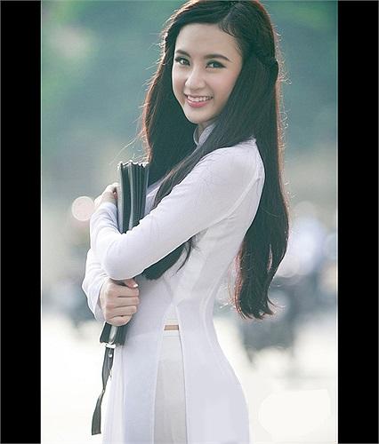 Angela Phương Trinh cũng gây ra scandal nối dối khi đã bỏ học nhưng vẫn giả vờ sắp thi tốt nghiệp PTTH.