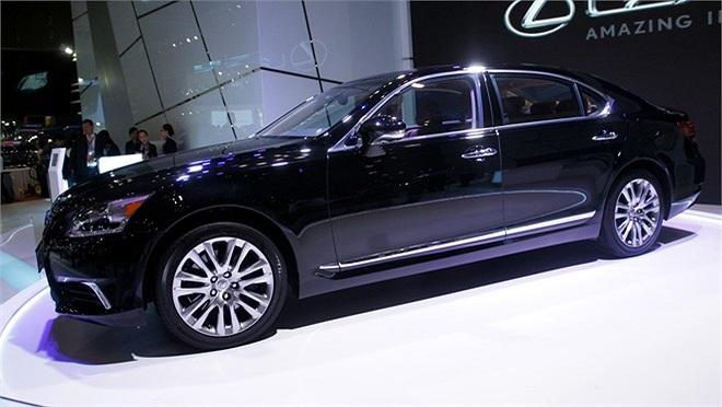Lexus LS460L.