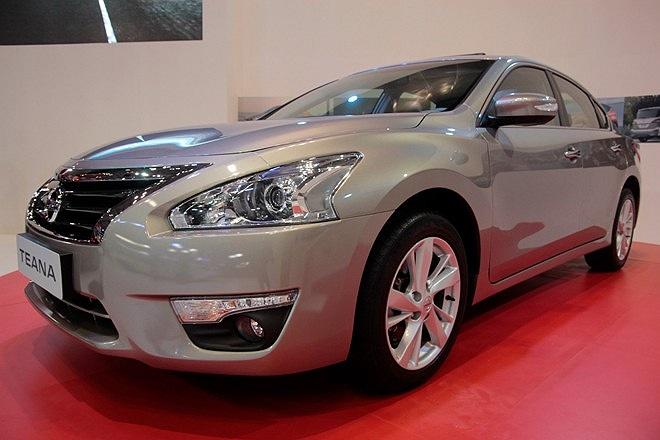 Nissan Teana 2013 3.5SL V6, công suất cực đại 27o mã lực tại vòng tua 6.400 vòng/phút, mô-men xoắn cực đại 340 Nm tại 4.400 vòng/phút, hộp số vô cấp X-CVT, nhập khẩu nguyên chiếc từ Mỹ, giá bán lẻ đề xuất 1,7 tỷ đồng.