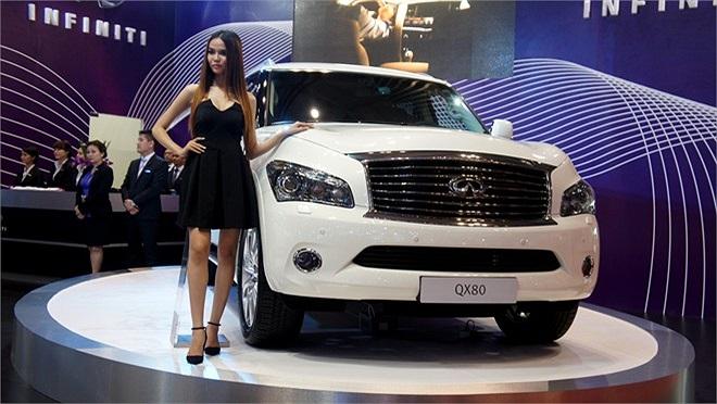 Mẫu SUV QX80: Động cơ V8, 5,6lít, hộp số tự động 7 cấp, 7 chỗ, hệ thống treo thủy lực kiểm soát chuyển động thân xe.