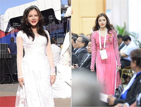 Lý Nhã Kỳ thường chọn áo dài khi tham dự các sự kiện văn hóa trong nước. Tuy nhiên,áo dài trơn, thiếu điểm nhấn và chiết eo khiến thân hình cô trông khá phốp pháp.