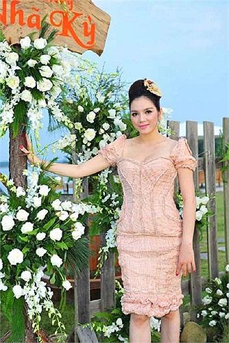Bộ váy hồng được chủ nhân tiết lộ có giá lên đến 20.000 USD.
