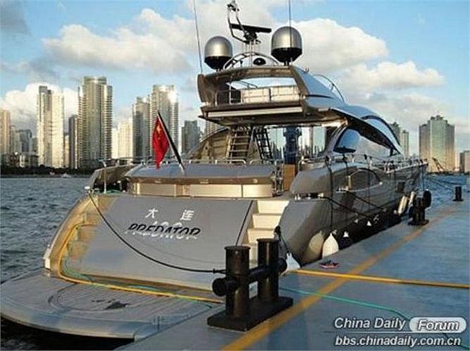 Sunseeker, thành lập năm 1968, là công ty sản xuất du thuyền lớn thứ ba thế giới với hơn 2.500 nhân viên trên toàn cầu.