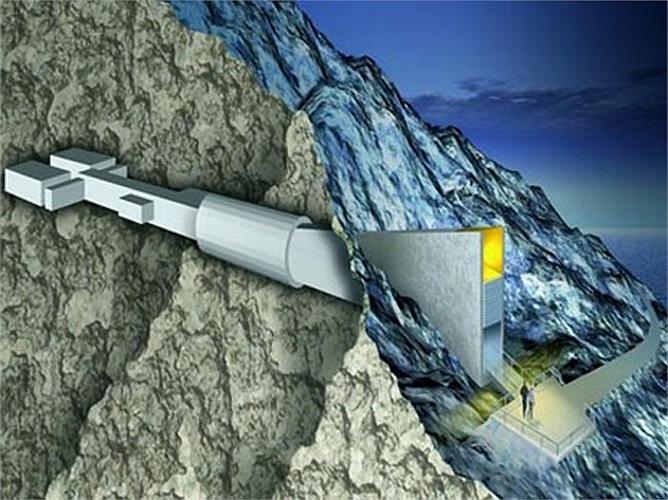 Căn hầm nằm trên đảo Spitsbergen, Na Uy cách cực Bắc 1300km ẩn sâu trong lòng đảo và kiên cố như một pháo đài là nơi đảm bảo sự đa dạng nguồn lương thực sau những thảm họa và ngày tận thế.