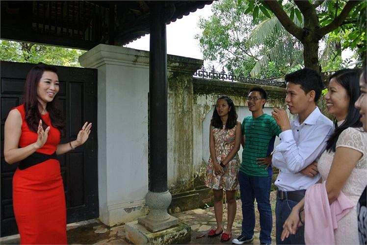 Tổ ấm của Thu Hương tọa lạc tại quận 9, là một villa nằm ở khu đất rộng hàng ngàn m2 tại quận 9, và được đầu tư xây dựng khoảng 20 tỷ.