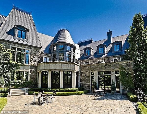 Căn biệt thự ở Los Angeles do chính vợ chồng Celine Dinon tự tay thiết kế và xây dựng vào năm 2011.