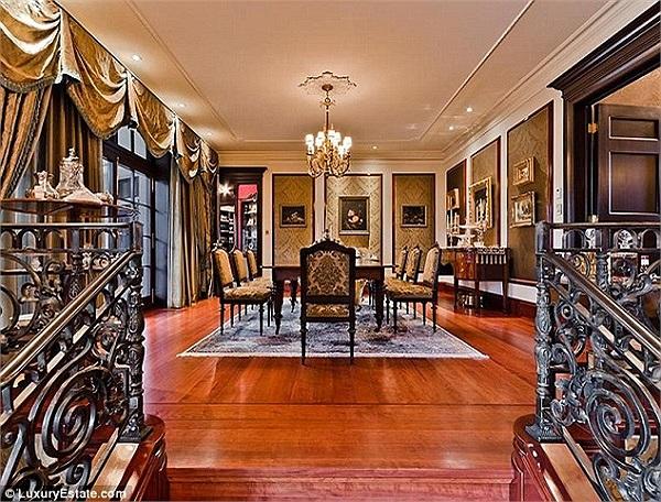 Nội thất trong nhà đều được sắp xếp mang hơi hướng cổ diển.