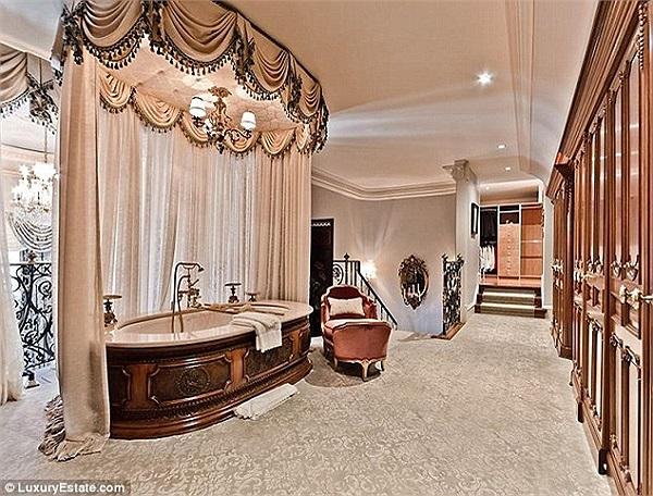 Được biết, từ ngày xây dựng xong căn hộ này, 2 vợ chồng Celine Dion mới ghé thăm nó 2 lần. Tin: Hà Trần.