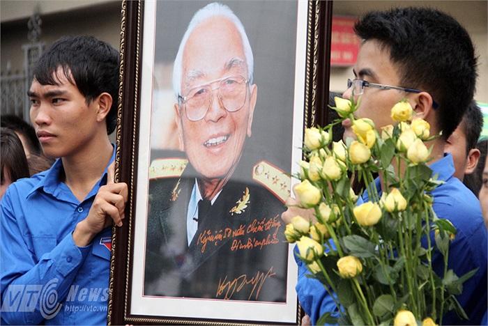 Đại tướng Võ Nguyên Giáp vẫn sống mãi trong lòng thế hệ trẻ Việt Nam.