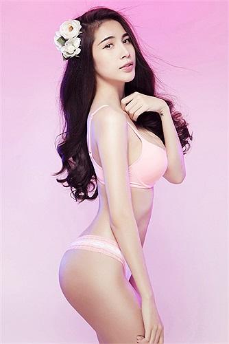 Thủy Tiên không phải người mẫu nhưng lại có rất nhiều bộ ảnh bikini đẹp.