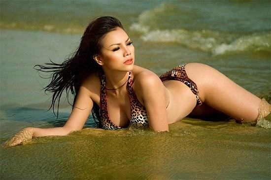 Tuy nhiên, cô lại có lợi thế về vòng ba và luôn tận dụng triệt để thế mạnh của mình trong những bộ ảnh nội y hoặc áo tắm. Số đo ba vòng của Trà Ngọc Hằng là 90-62-94.