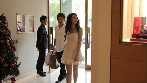 Khi thực hiện MV Anh nhớ em, Tuấn Hưng đã mời Ngân Khánh làm nữ diễn viên chính.