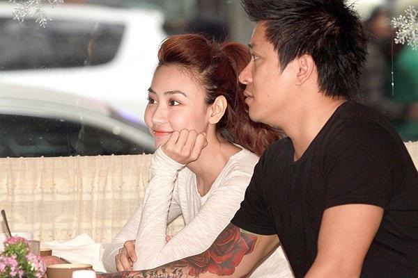Ngay sau mini show Ngày ấy và bây giờ, hình ảnh thân mật của Tuấn Hưng và Ngân Khánh bắt đầu xuất hiện nhiều hơn.